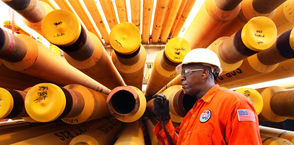 Drilling pipes Oilfield Services Worker